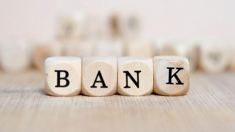 個人事業主で銀行を作るとき、名義は屋号と名前とどっちがいい?
